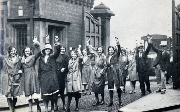 Mill operatives arriving for work c.1928 at Horrockses Crewdsons Stanley St. Gate, Preston