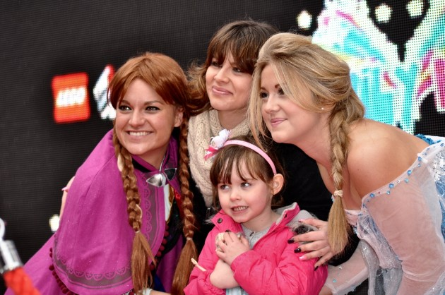 Mum and daughter meet the Frozen Princesses, Elsa and Anna