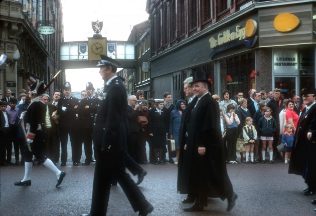 Guild Parade, Fishergate, Preston 1972: Just passing the top end of Glovers Court with The Golden Egg restaruant on the corner in the former Nottingham House building. Anyone remember The Golden Egg?