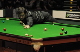 Ronnie O'Sullivan lines up a shot Pic: Global Panorama