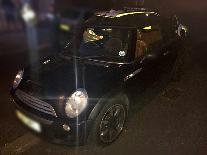A Mini was chased by police