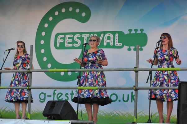 The Ooh Olive Aah's performing