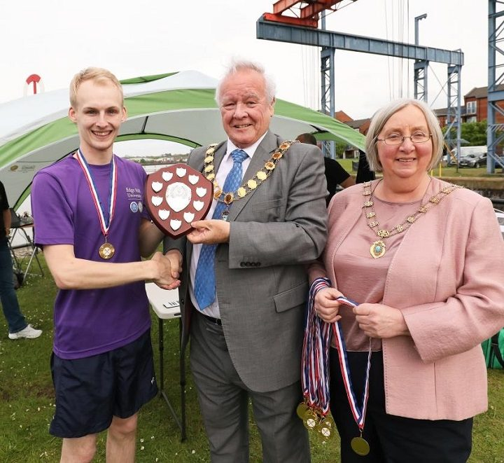 Mayor and Mayoress of Preston present the winners