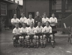 Sir Tom is front left, in the 1940-41 wartime PNE team