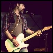 Sean Keefe performing