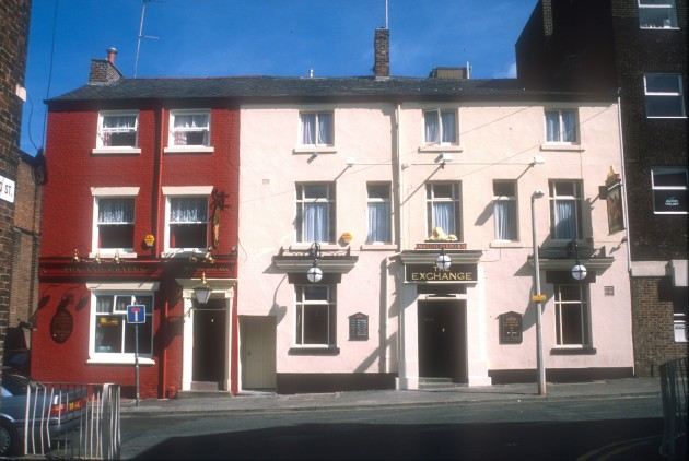 Fox and Grapes and Exchange Hotel, Fox Street 1989