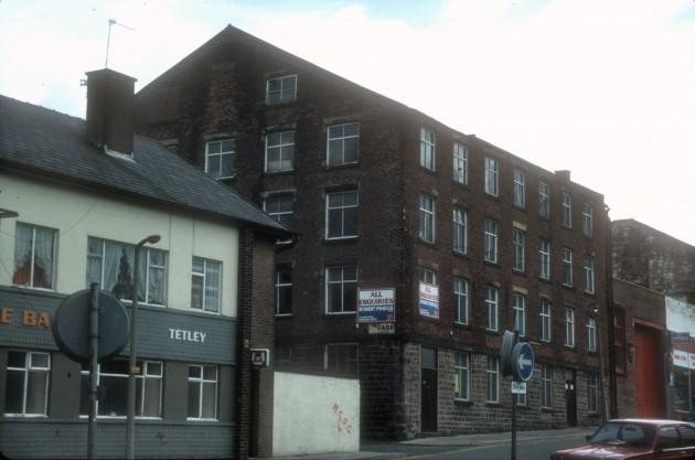 The Balmoral Public House & Manchester Road Mill, Preston 1984