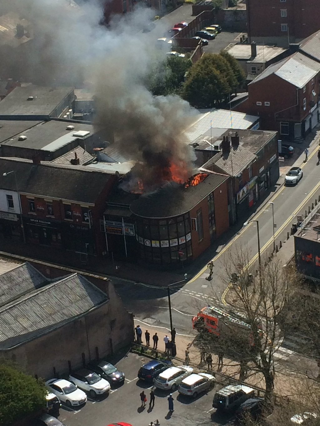 Huge fire at Sandos takeaway. Credit: Charlotte Bicks