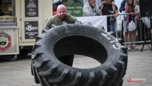 One of the competitors takes on the tyre lift