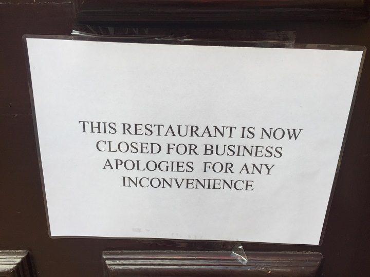 The sign in the door of Tiggis