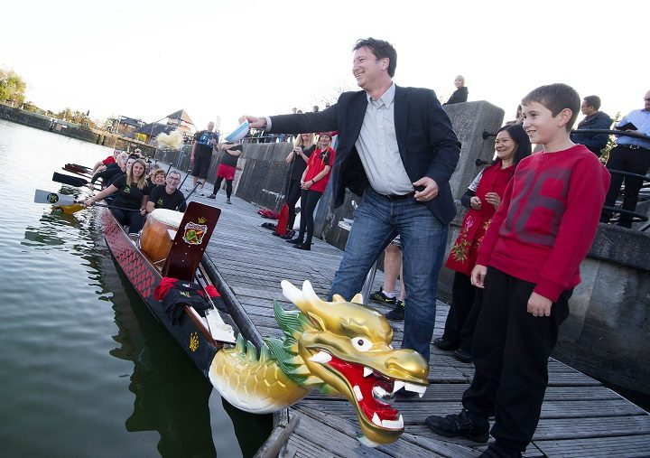 The new dragon boat receives a traditional Chinese blessing