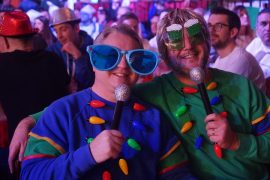 Darts fans!