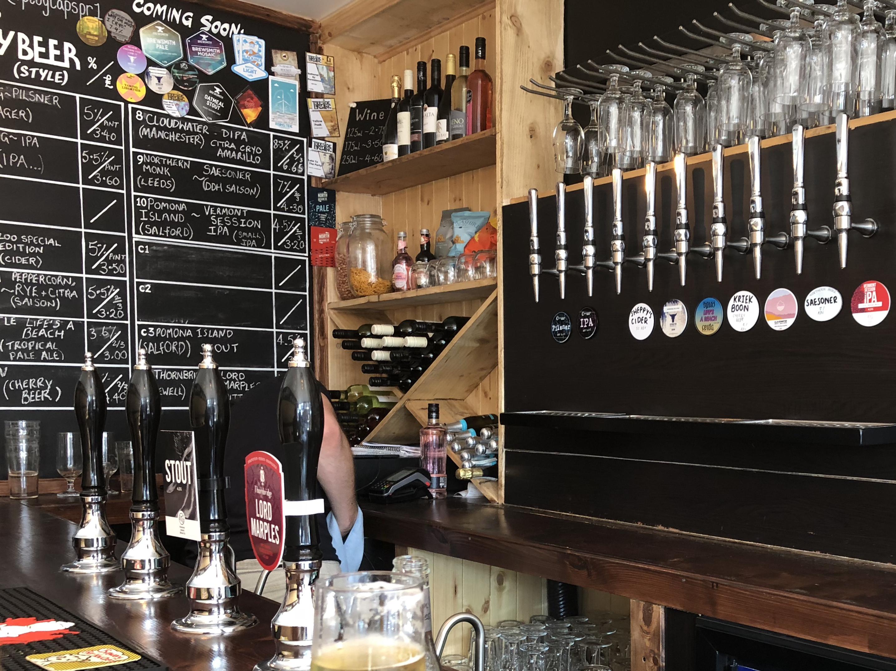 Plug & Taps bar