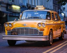 The yellow taxi parked up (on double yellows) Pic: fonte1969