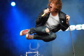 The Pigeon Detectives performing