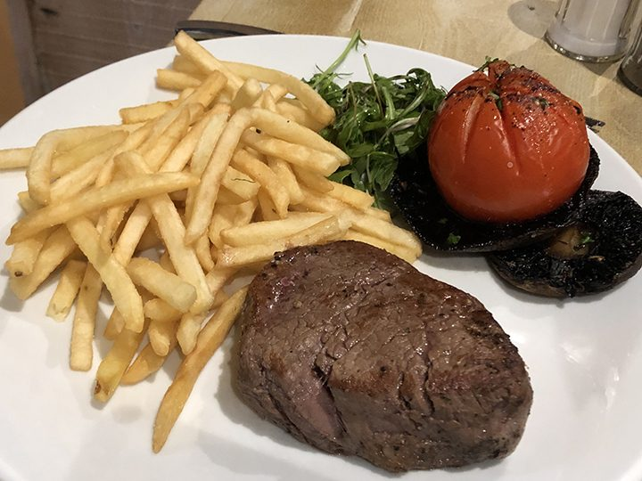 Fillet steak with fries