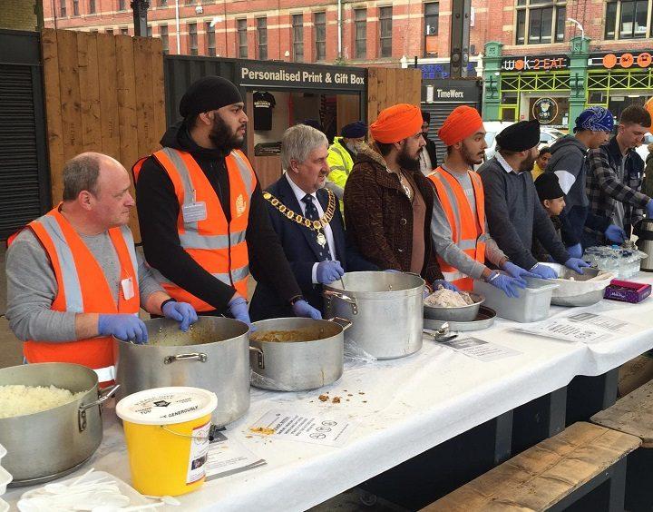 Mayor of Preston Trevor Hart joins the volunteers Pic: Blog Preston