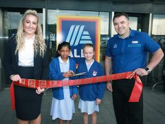 Haniyah Kazi and Grace Ashworth opening the new Aldi with Area Manager Jessica Burrows and Store Manager Rob Alexander
