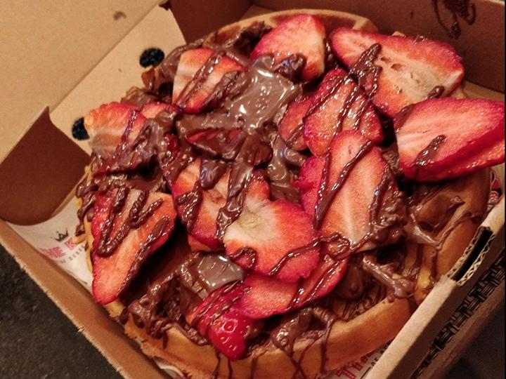 Kaspa's Choco-tella hazelnut chocolate spread waffle with strawberries