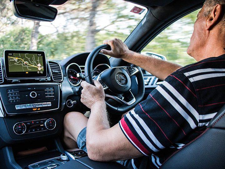 Older driver Pic: Jan Macarol from Pixabay