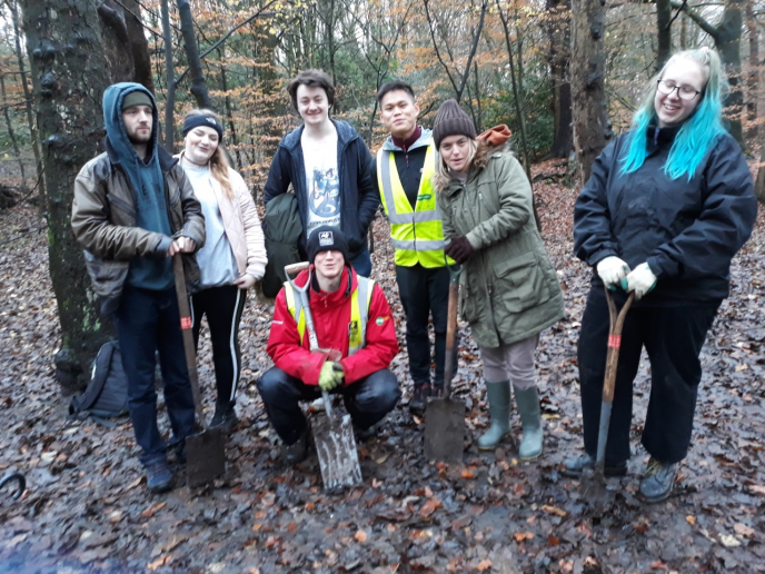 Avenham-park-group-tree-planting