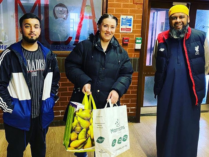 Shahid (pictured right) with Mohammad Amla, dropping off a food bank donation