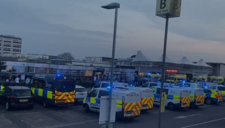 Police vehicles turned on their lights for the applause Pic: Blog Preston