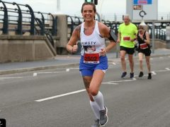 Kirsty Quigley running in a road race