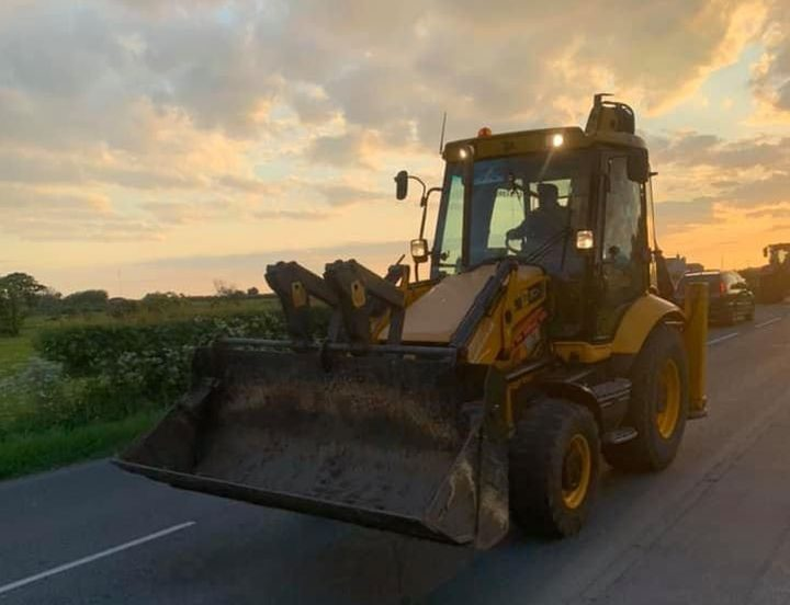 Tractor run in Inskip for NHS