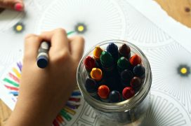 A child draws with a crayon Pic: Pixabay