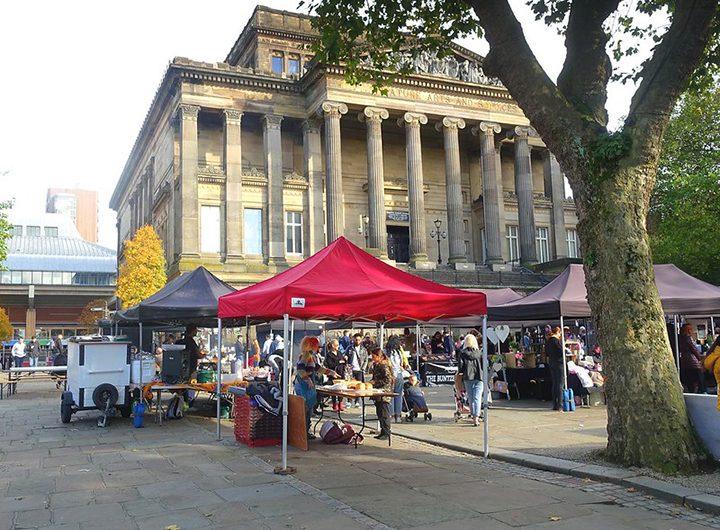 Street market by the Harris Pic:åç Tony Worrall