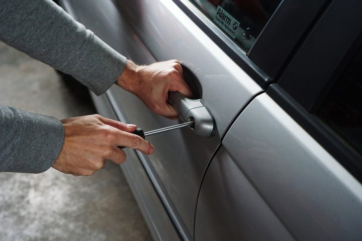 Breaking into a car. Pic: TheDigitalWay Pixabay.