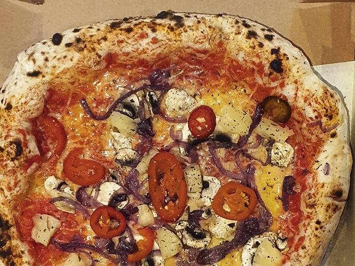 1260 Craft & Crust pizza  with caramelised red onion, mushroom, jalapeños and pineapple Pic @vegan.preston