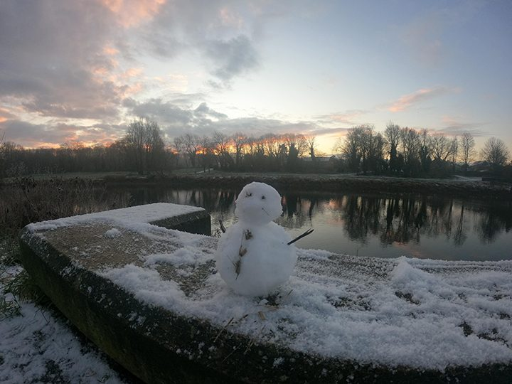 Avenham Park snowman Pic: @bookofpilx