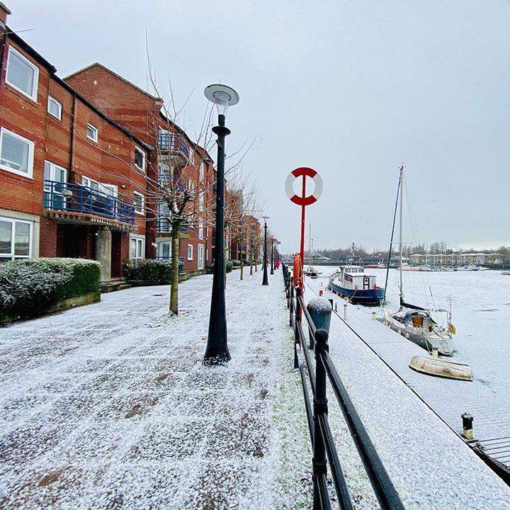 Frozen and snowy Docks Pic: @nishantmishra_