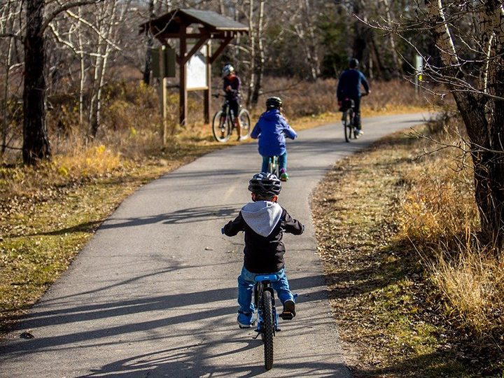 A family on a bike ride Pic: LaterJay Photography from Pixabay