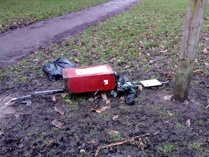 Ashton Park dog waste bin