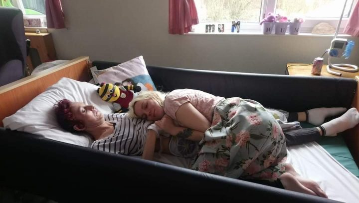 Hollie and her mum who died of Huntington's disease in 2018.