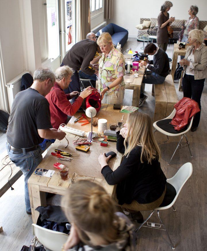 A repair cafe in Amsterdam Pic: Ilvy Njiokiktjien
